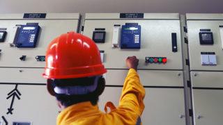 電気の保安業務従事者の職務は? 資格取得の方法や勉強方法を徹底解説!