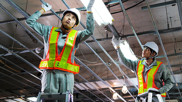 工場での電気工事の内容や特徴は? 必要な資格も詳しく解説!